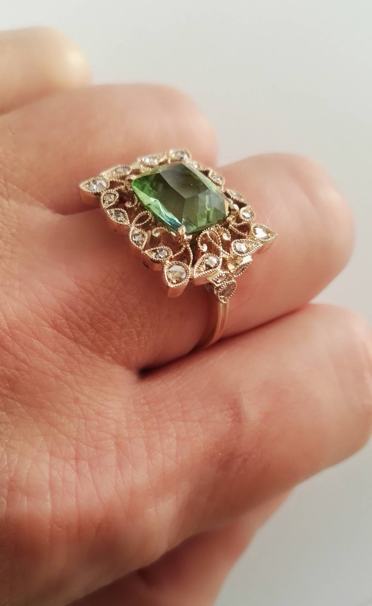 Dalben Green Tourmaline Rose Cut Diamond Gold Fashion Ring For Sale 3