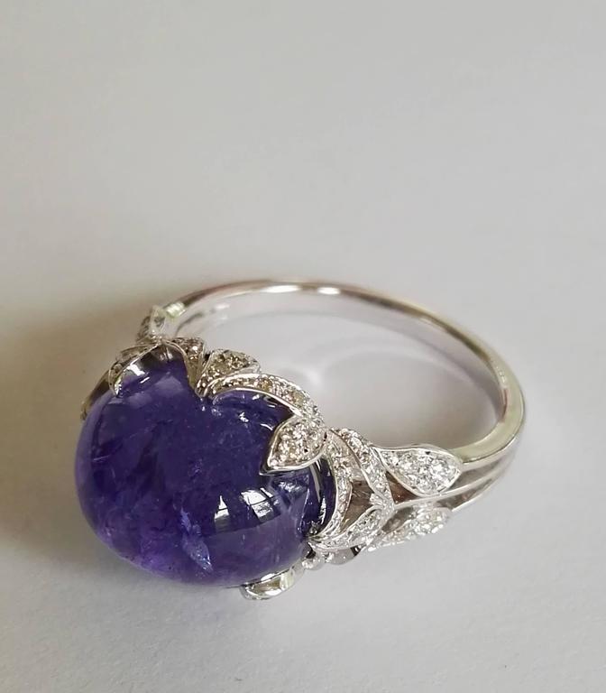 Contemporary Dalben Tanzanite Diamond Gold Ring For Sale