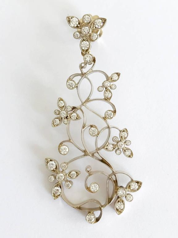 Dalben Diamond White Gold Floral Chandelier Earrings In As new Condition For Sale In Como, IT