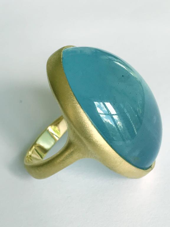 Contemporary Dalben Magnificent Cabochon Aquamarine Yellow Gold Ring For Sale