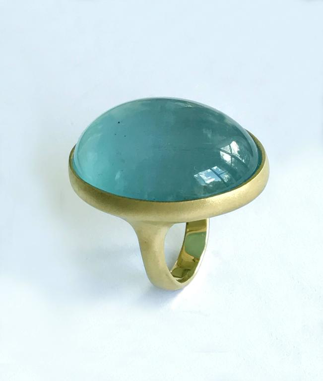Dalben Magnificent Cabochon Aquamarine Yellow Gold Ring In New Condition For Sale In Como, IT