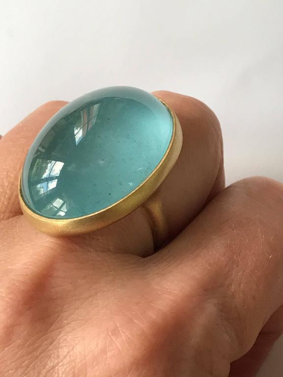Dalben Magnificent Cabochon Aquamarine Yellow Gold Ring For Sale 3