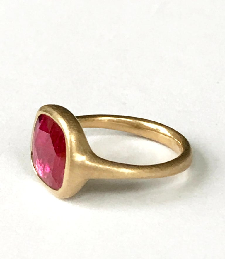 Contemporary Dalben Square Rose Cut Slice Ruby Yellow Gold Ring For Sale