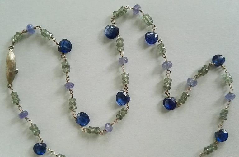Contemporary Dalben Green Sapphire Tanzanite Gold Necklace For Sale