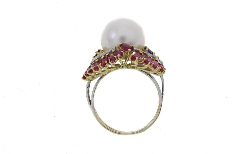 Australian Pearl Sapphire Ruby Diamond Gold Dome Ring In As new Condition For Sale In Marcianise (CE), IT