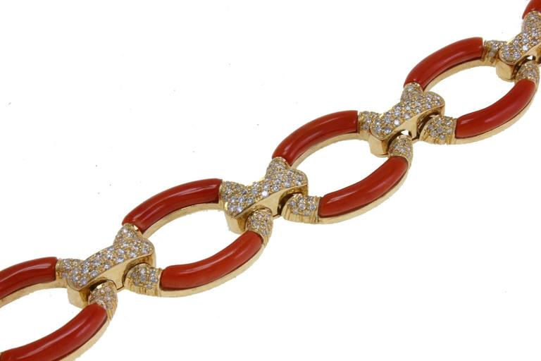 Charming link bracelet in 14kt yellow gold composede of a chain of coral and diamonds.  diamonds 3.60kt coral 5.70gr US Size Width ( each coral chain) 0.78 inches  Length 7.28 inches ref.ghehc