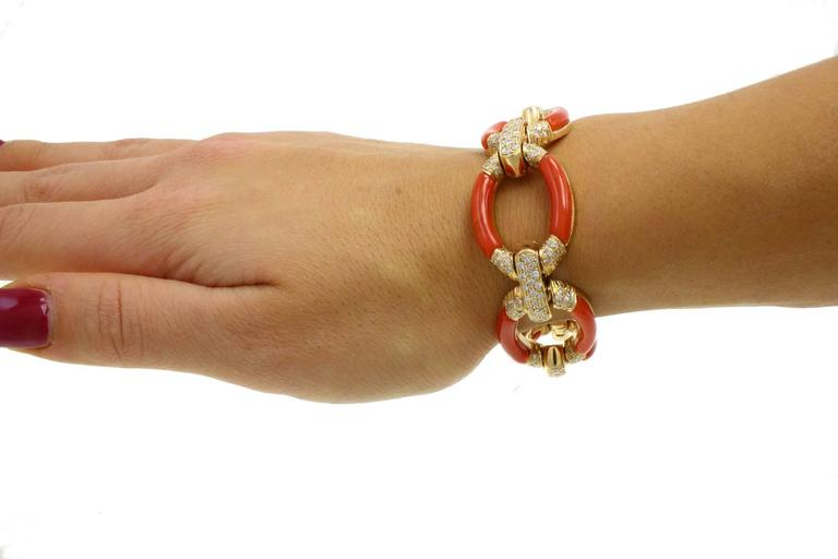 ct 3,60 Daimond Coral Yellow Gold Bracelet In As New Condition For Sale In Marcianise (CE), IT