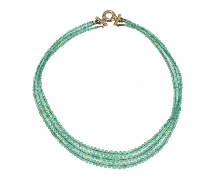 Choker necklace composed of three strand of emeralds with a closure in 14Kt yellow gold.  emeralds (185Kt) tot weight 42.7gr Rf. 584339