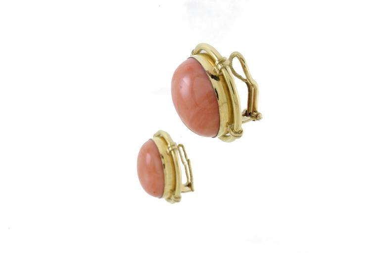 Button Coral Gold Clip-On Earrings In New Condition For Sale In Napoli, IT