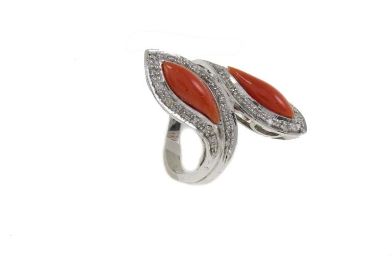 Fashion ring in 14k white gold mounted with white diamonds and coral. Diamonds 0.47 kt Coral 0.60 gr Tot.Weight 10.90 R.F ghra