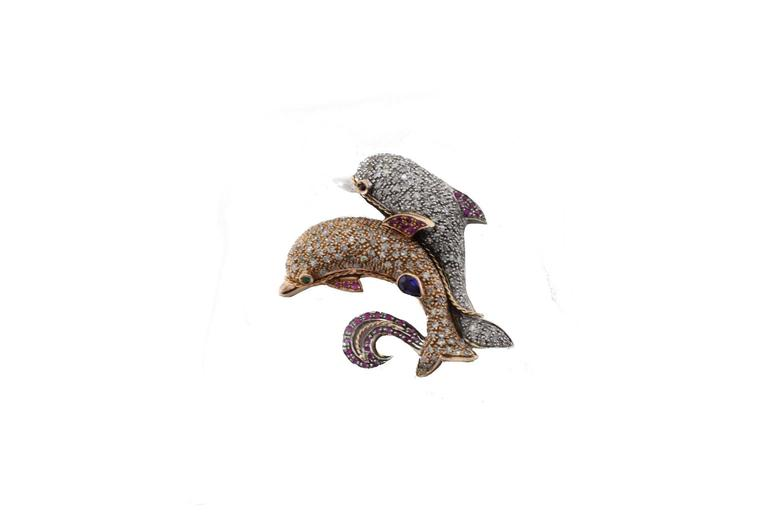 Retro  KT 1,25 Ruby Sapphire KT 3,60 Diamond Gold and Silver Dolphins Brooch Pendant For Sale