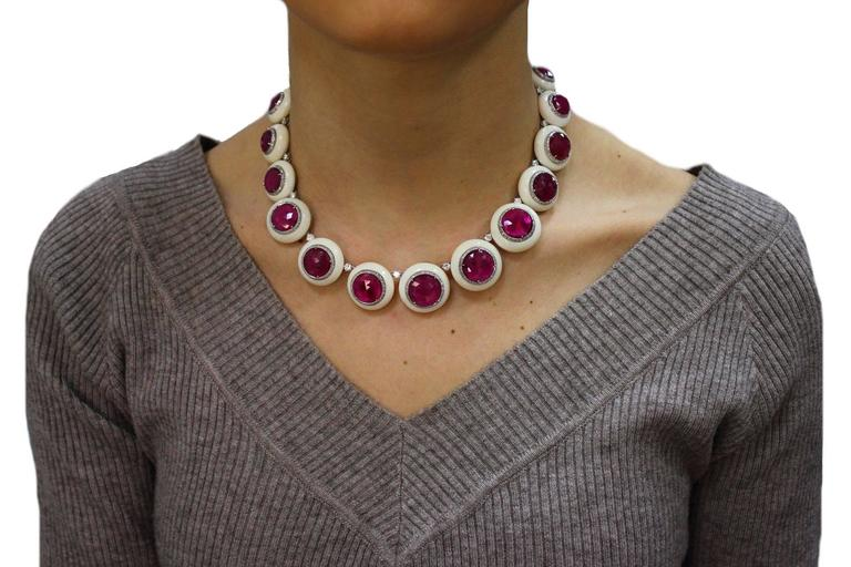 Gold Diamond Ruby Stone Link Necklace In Good Condition For Sale In Marcianise, Caserta