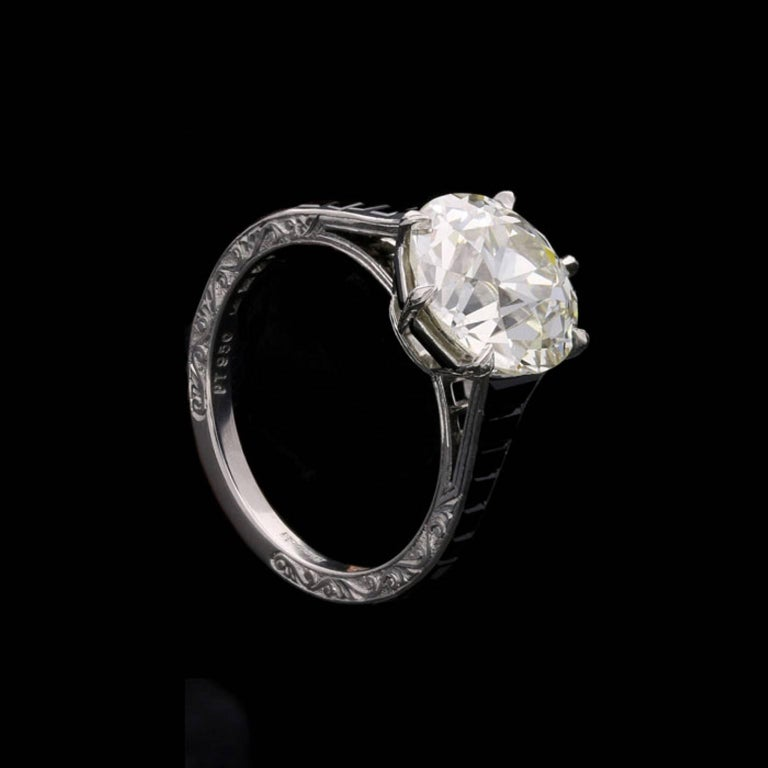 4.14 Carat Old European Cut Diamond Ring with Calibre Cut Onyx Shoulders In Good Condition For Sale In London, GB