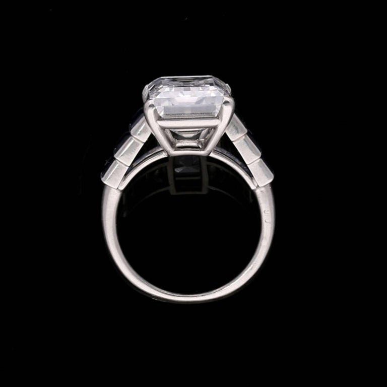 Art Deco Emerald-Cut 'Golconda' Diamond Ring with Graduated Sapphire Shoulders In Good Condition For Sale In London, GB