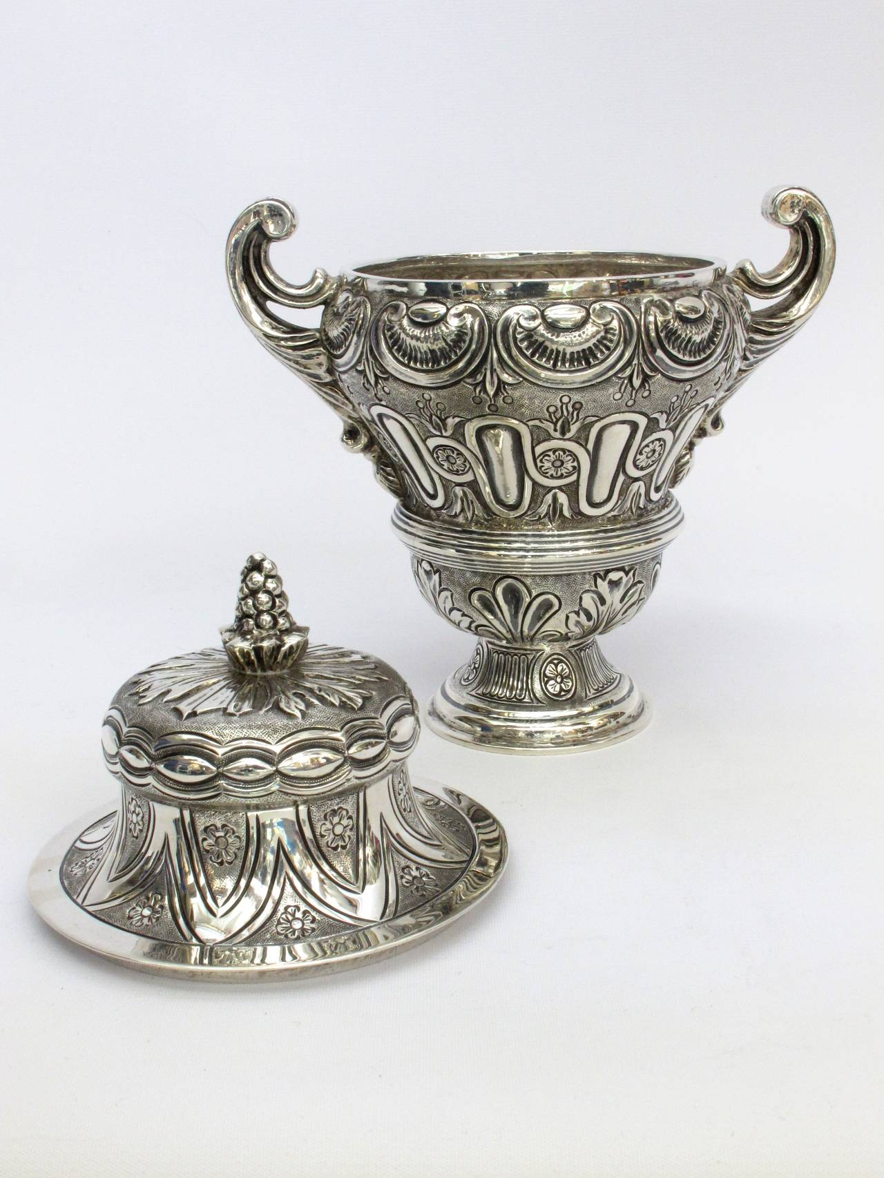 Tane Mexican Sterling Silver Covered Urn In Excellent Condition For Sale In Santa Fe, NM
