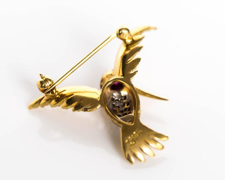 1980s Ruby Diamond Gold Bird Brooch Pin In Excellent Condition For Sale In Hicksville, NY