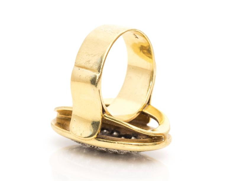 1950s Pave Diamond and 18 Karat Yellow Gold Oval Cocktail Ring In Good Condition For Sale In New York, NY