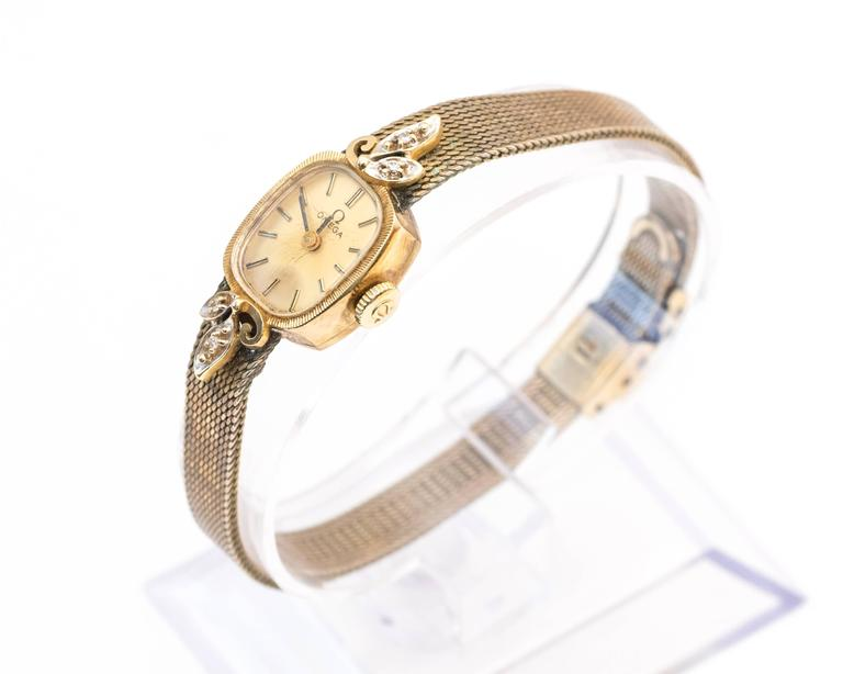 Omega Ladies Yellow Gold Diamonds Wristwatch circa 1970s  In Good Condition For Sale In New York, NY