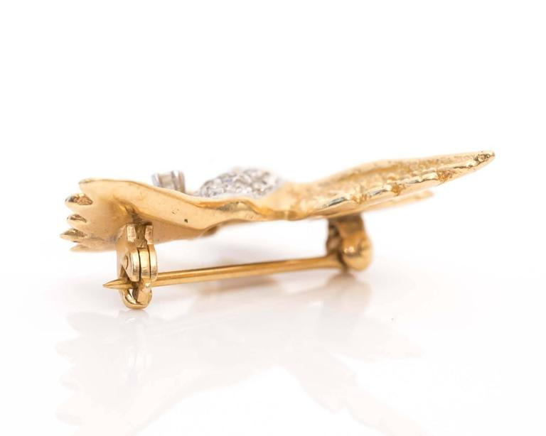 Round Cut 1950s Hummingbird Pin in 14 Karat Gold and Diamonds For Sale
