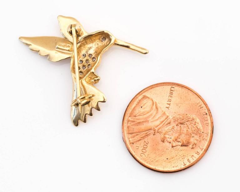 1950s Hummingbird Pin in 14 Karat Gold and Diamonds In Good Condition For Sale In New York, NY