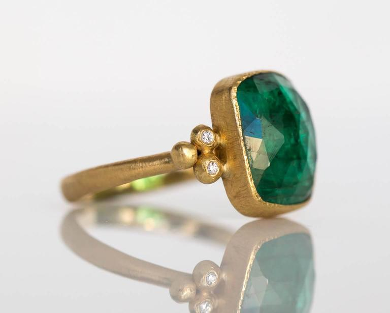 Contemporary Emerald Diamond Hammered Yellow Gold Finish Ring For Sale