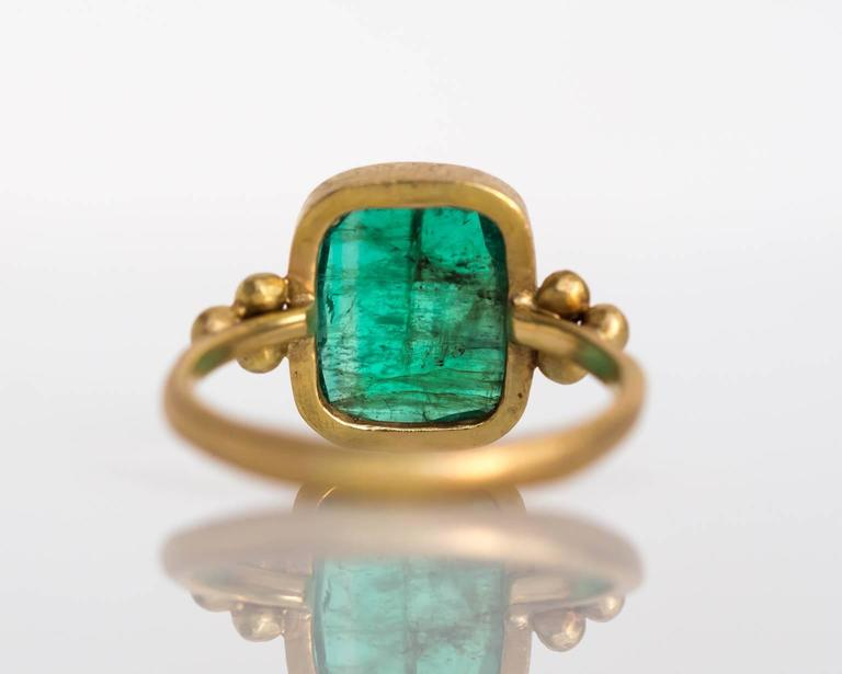 Emerald Diamond Hammered Yellow Gold Finish Ring In Excellent Condition For Sale In New York, NY