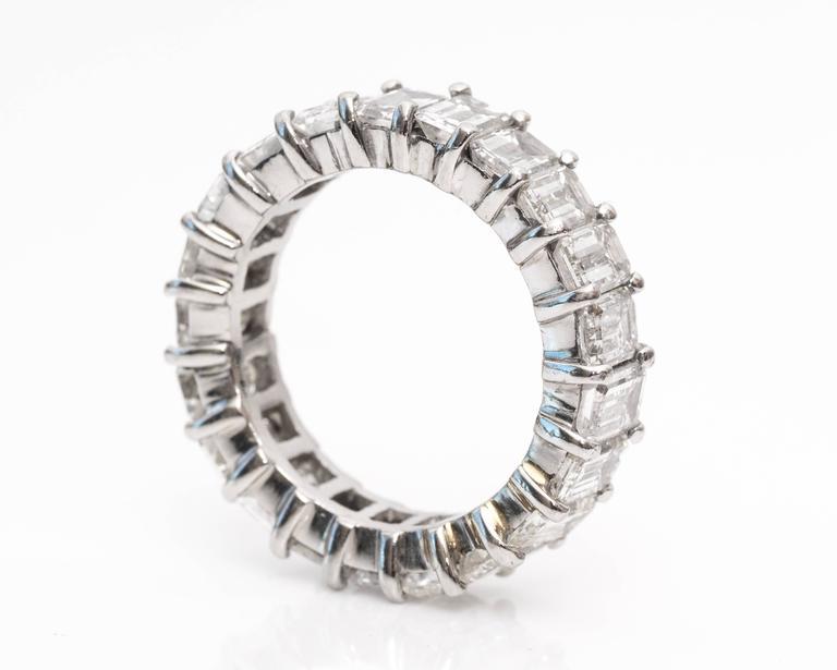 10 Carat Emerald-Cut Diamonds Platinum Eternity Band Ring For Sale 1