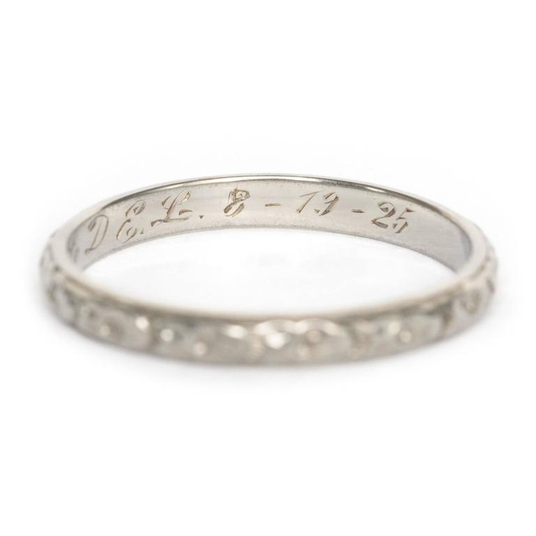1920s Art Deco Engraved White Gold Wedding Band Ring In Excellent Condition For Sale In Hicksville, NY