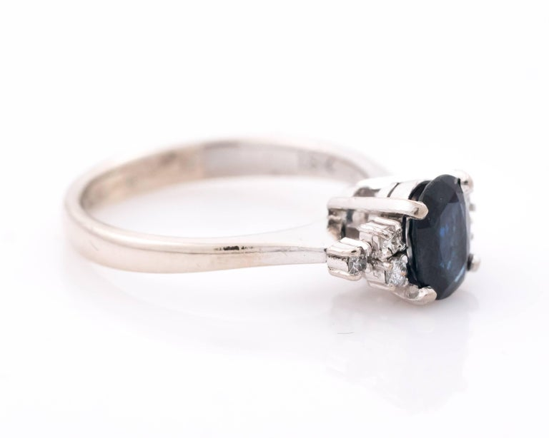 Retro 1950s 1 Carat Oval Blue Sapphire and Diamond 18 Karat White Gold Ring For Sale