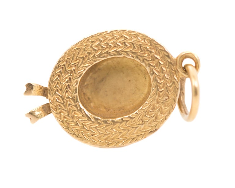 1970s Hat Pendant 14 Karat Yellow Gold Charm In Good Condition For Sale In New York, NY