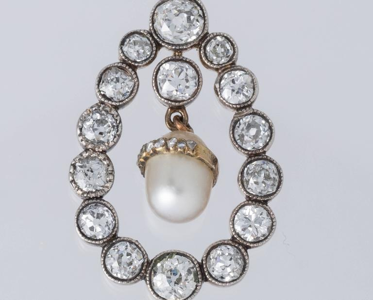 Art Deco 4 Carat Diamond Pearl and 14 Karat Two-Tone Gold Drop Necklace For Sale 2