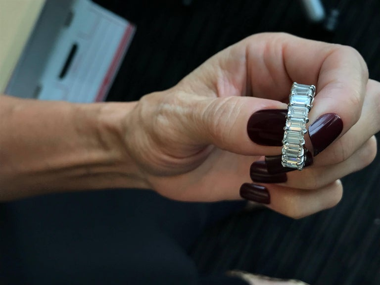 10 Carat Emerald-Cut Diamonds Platinum Eternity Band Ring For Sale 2