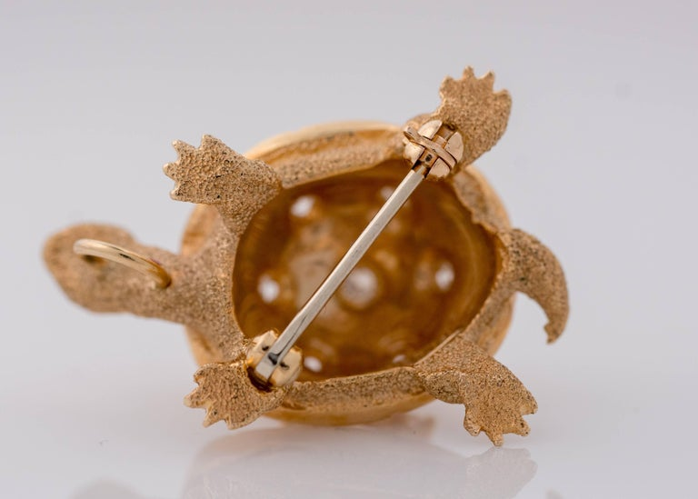 Women's or Men's 1950s Diamond and 14 Karat Yellow Gold Turtle Brooch Lapel Pin For Sale