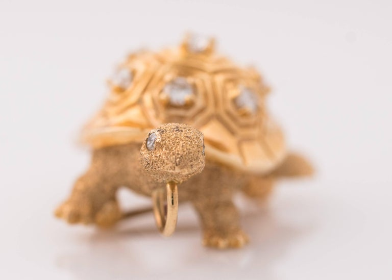 Retro 1950s Diamond and 14 Karat Yellow Gold Turtle Brooch Lapel Pin For Sale
