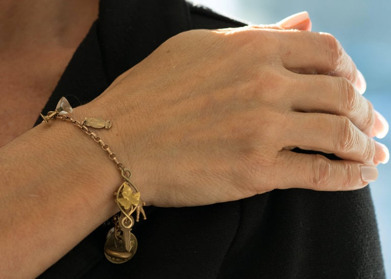 1890s Victorian Charm Bracelet in 9 Karat and 14 Karat Yellow Gold In Good Condition For Sale In New York, NY