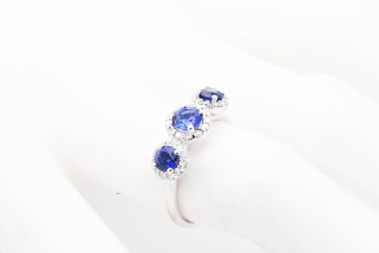 1.26ct Blue Sapphire 0.36ct white Diamond 18k white Gold Ring For Sale 3
