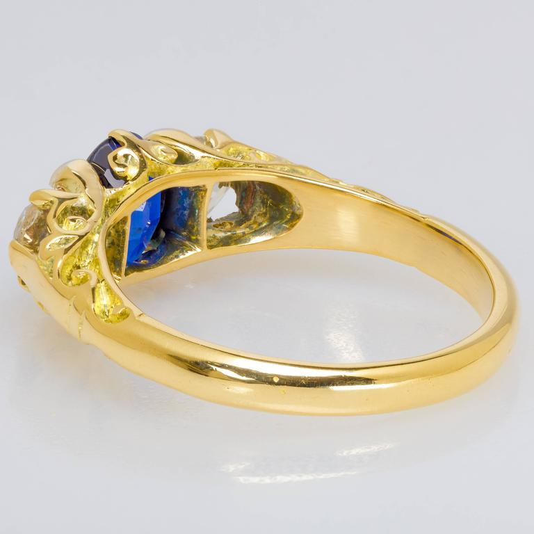 Custom-Designed 1.00 ct. Sapphire, Diamond & 18k Yellow Gold Ring For Sale 1