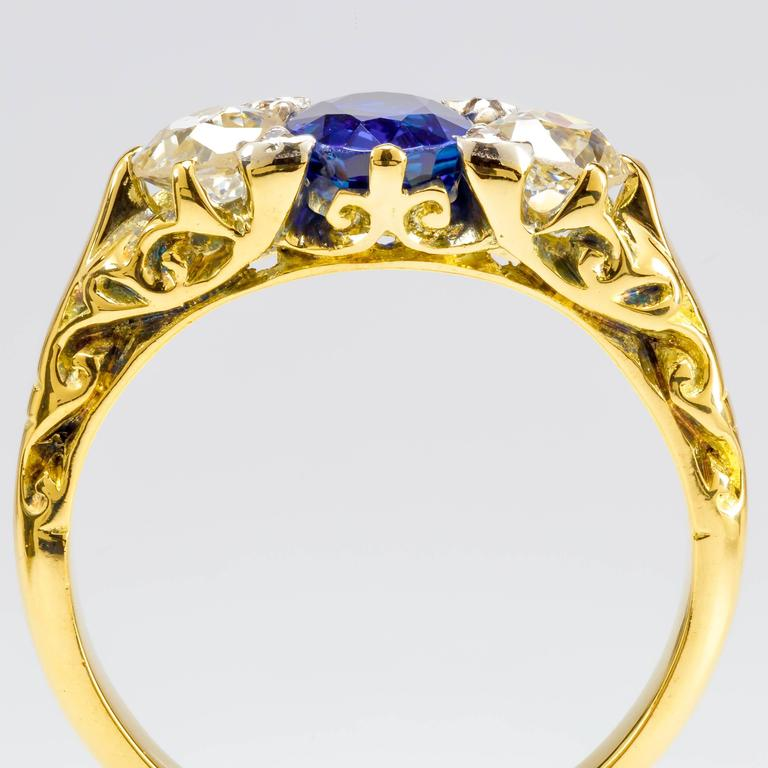 Custom-Designed 1.00 ct. Sapphire, Diamond & 18k Yellow Gold Ring In Excellent Condition For Sale In Houston, TX