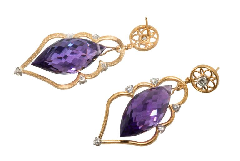 These are lovely 18k yellow gold faceted amethyst and diamond drop earrings.