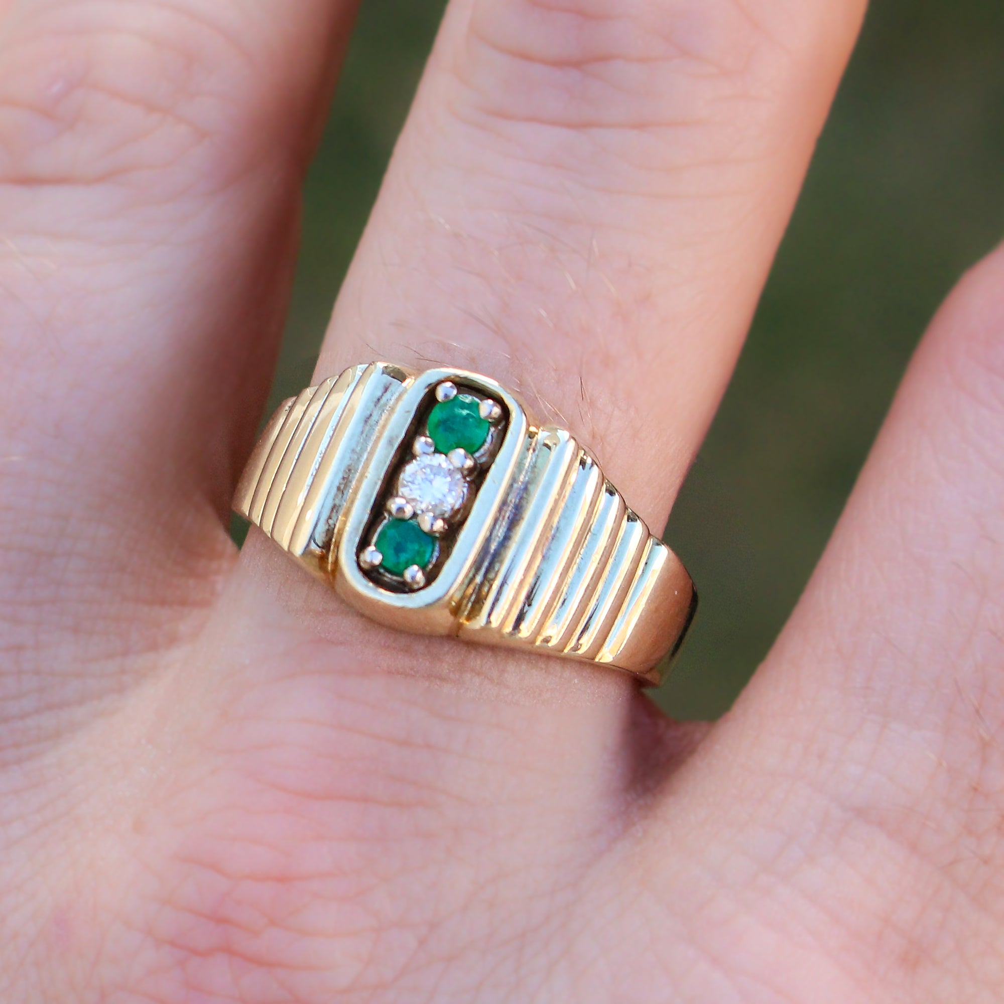 1970 Van Cleef and Arpels Emerald Diamond Gold Ring For Sale at 1stdibs