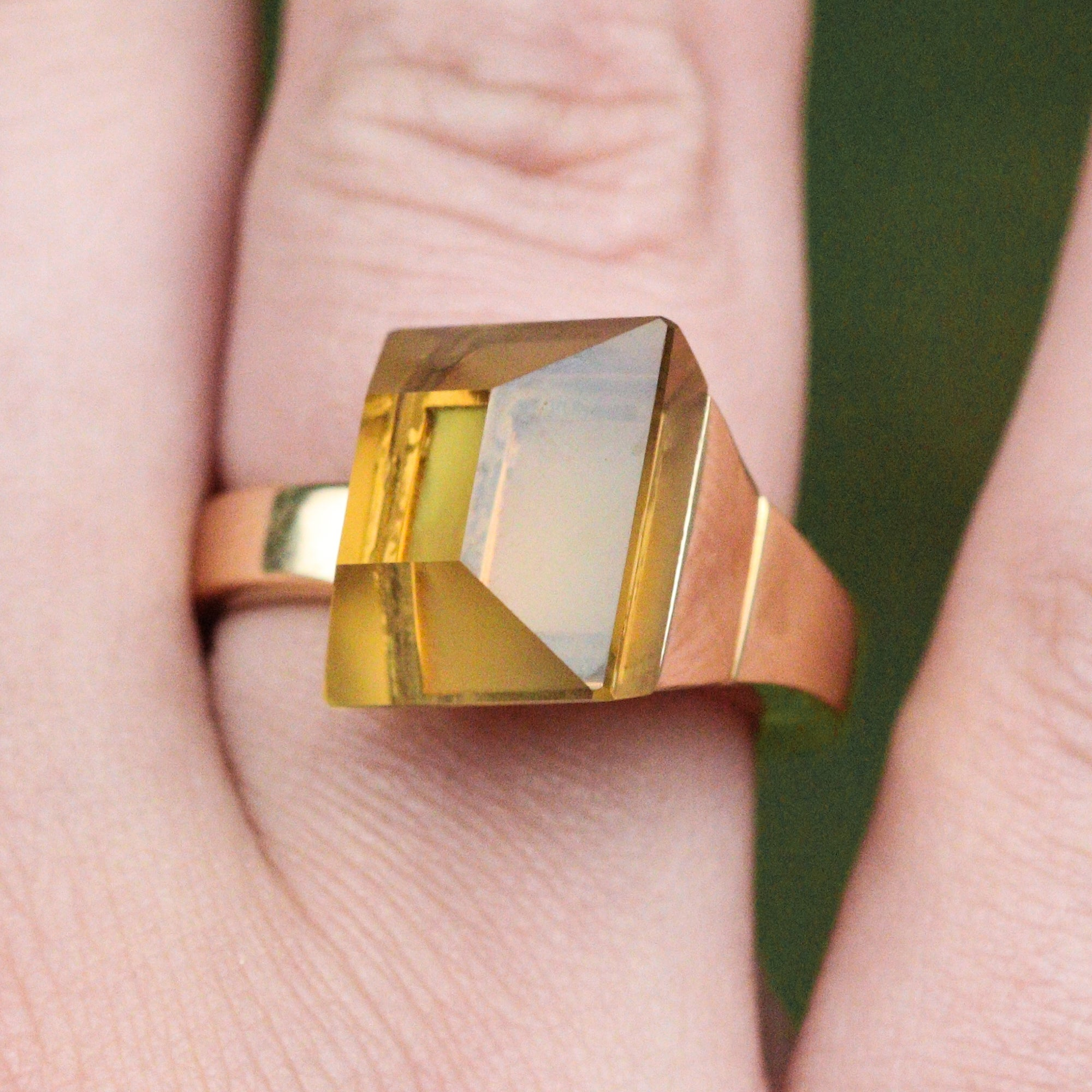 18 Karat Yellow Gold Gucci Chiodo Ring with Citrine For Sale at 1stdibs