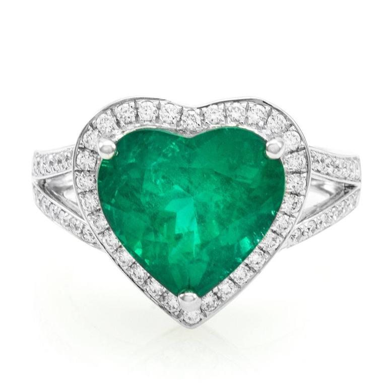 gold ring heart weighing shaped with pin emerald set boucheron an by