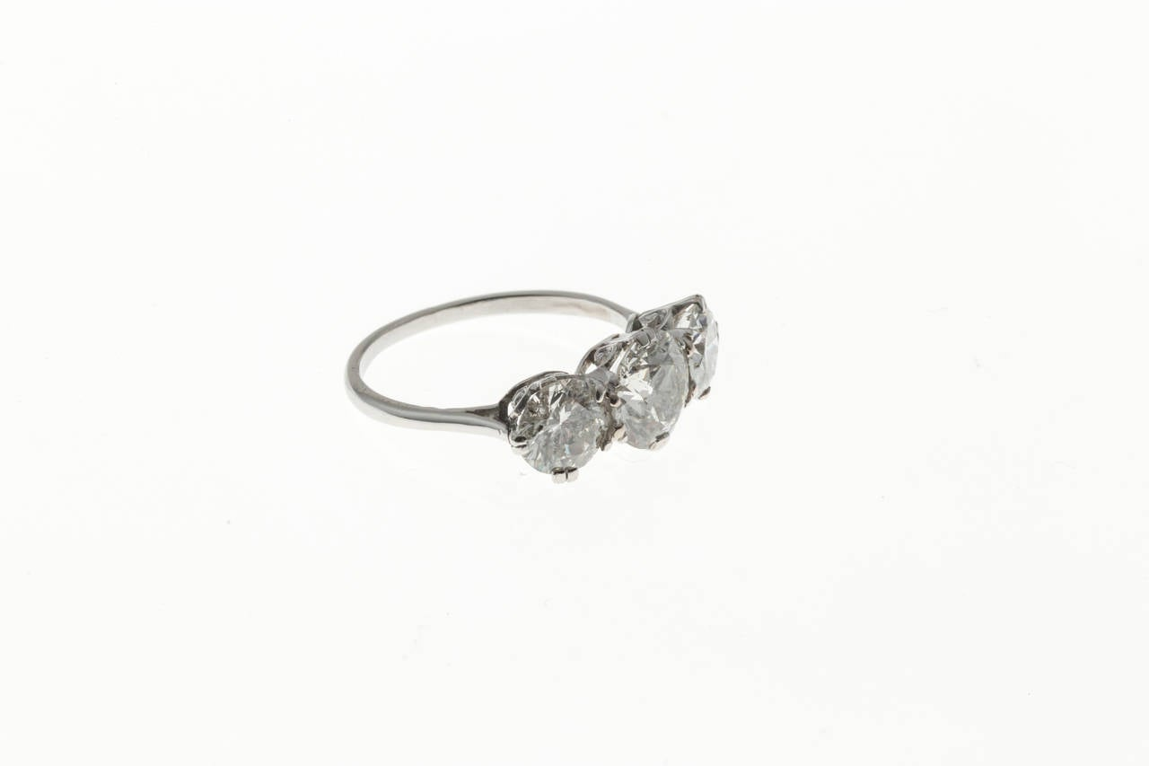 Classic Three Stone Diamond Platinum Engagement Ring In Good Condition For Sale In Stamford, CT