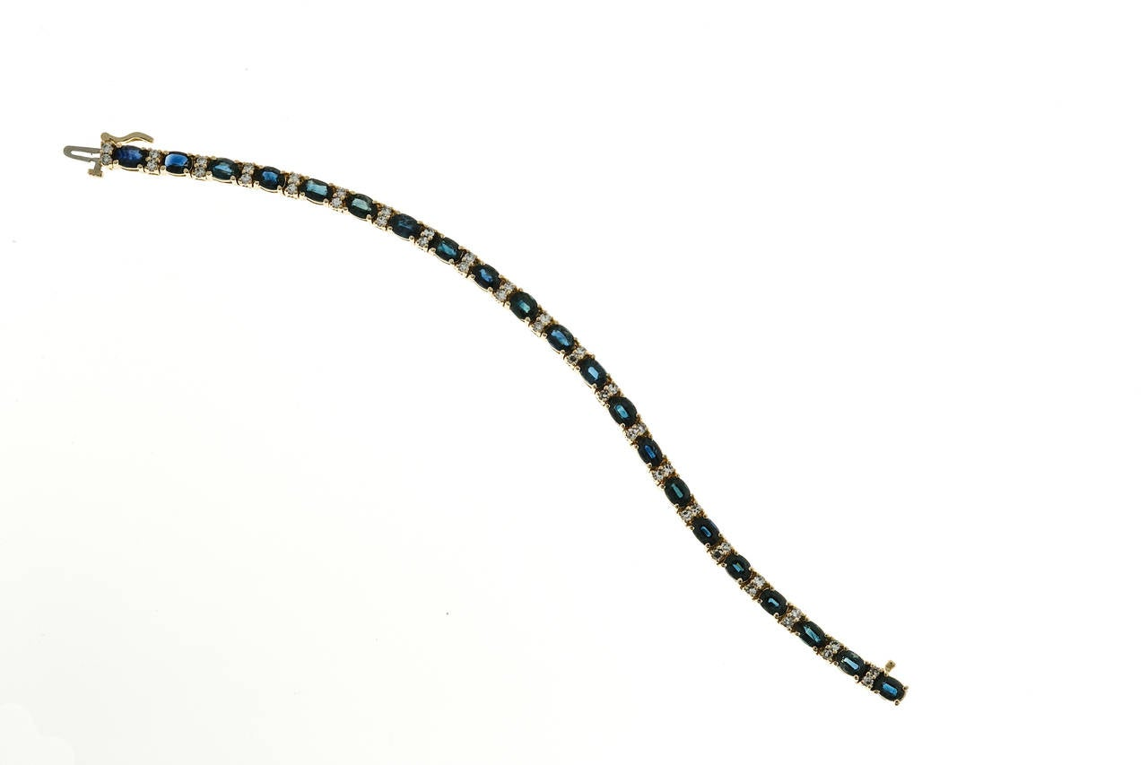 Oval Royal Sapphire Diamond Gold Hinged Link Bracelet In Good Condition For Sale In Stamford, CT