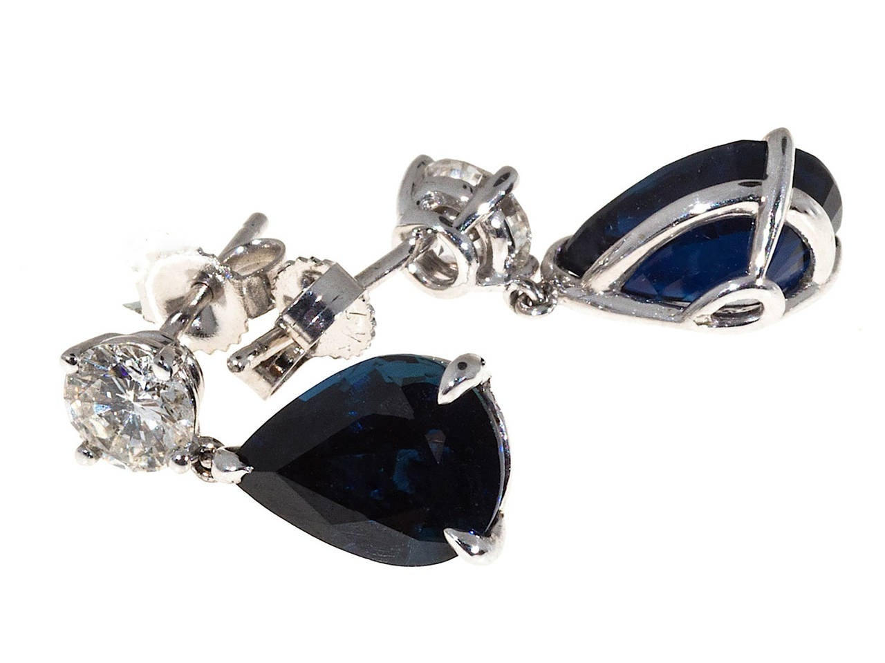 Royal Blue Pear Shaped Sapphire Diamond Gold Dangle Earrings In Good Condition For Sale In Stamford, CT