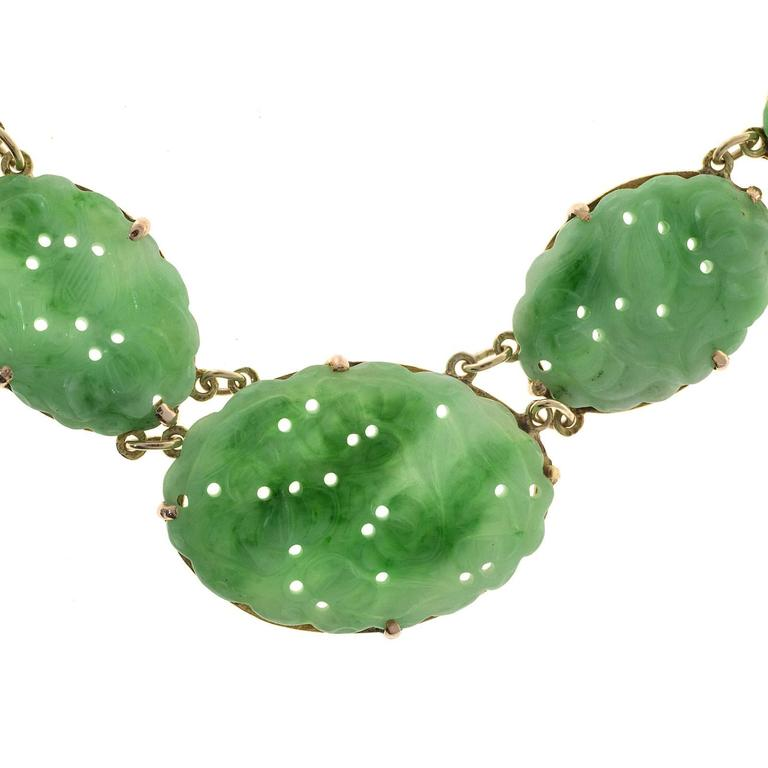Seven Stone Oval Natural Jadeite Jade Gold Pendant Necklace  In Good Condition For Sale In Stamford, CT