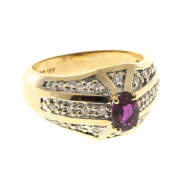Oval Pink Red Ruby Diamond Bead Set Gold Cocktail Ring In Good Condition For Sale In Stamford, CT