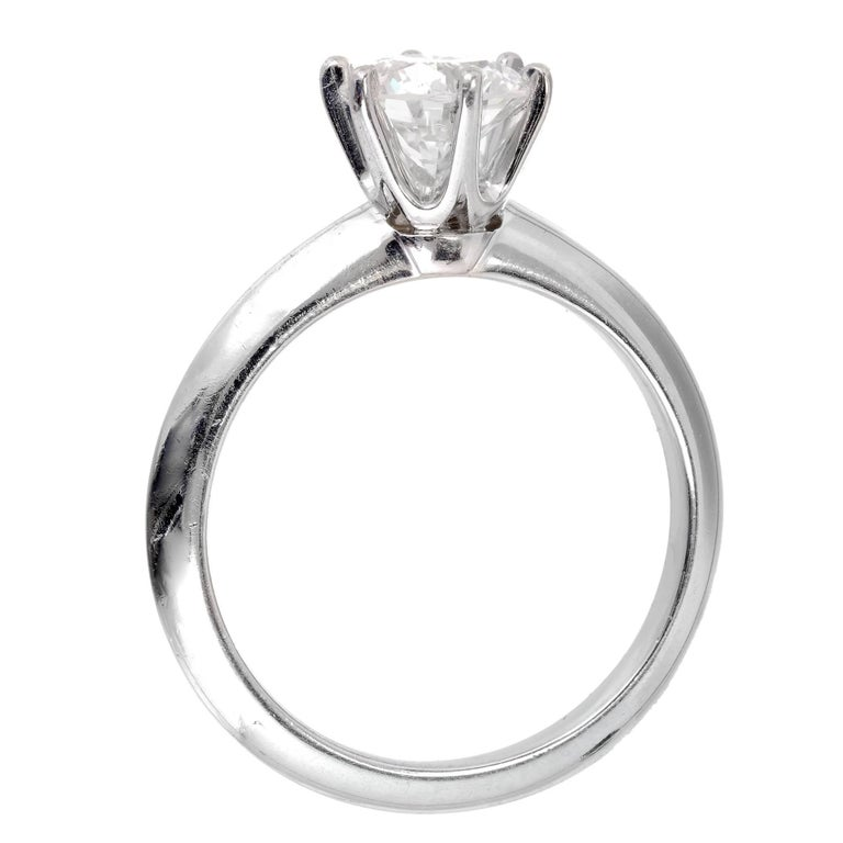 Women's Tiffany & Co. 1.00 Carat Diamond Platinum Solitaire Engagement Ring For Sale