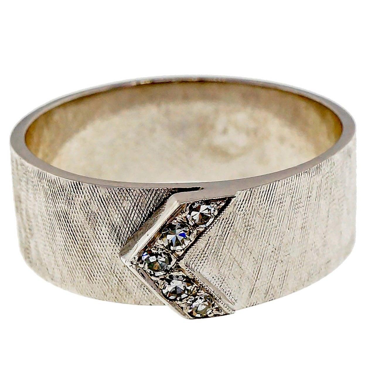 Men's Diamond V Design Gold Band Ring