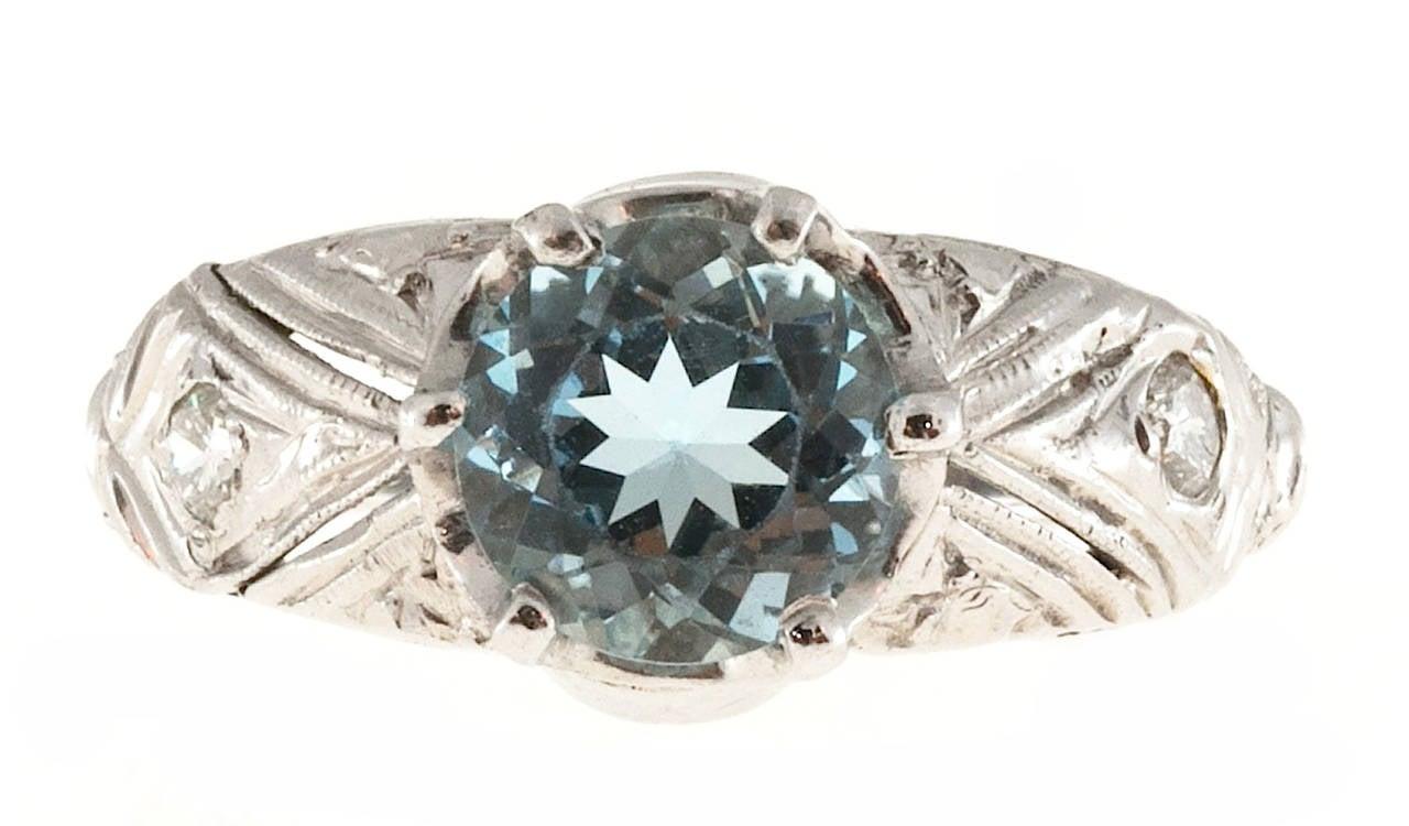 Aquamarine Diamond Engraved Filigree Gold Ring For Sale 1